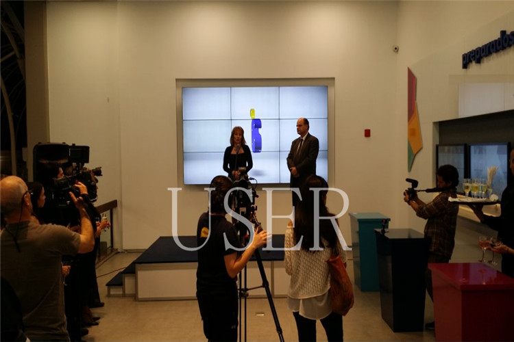 Uruguayan communication company) Show Room, 46inch lcd video wall, 8 sets of 3×3