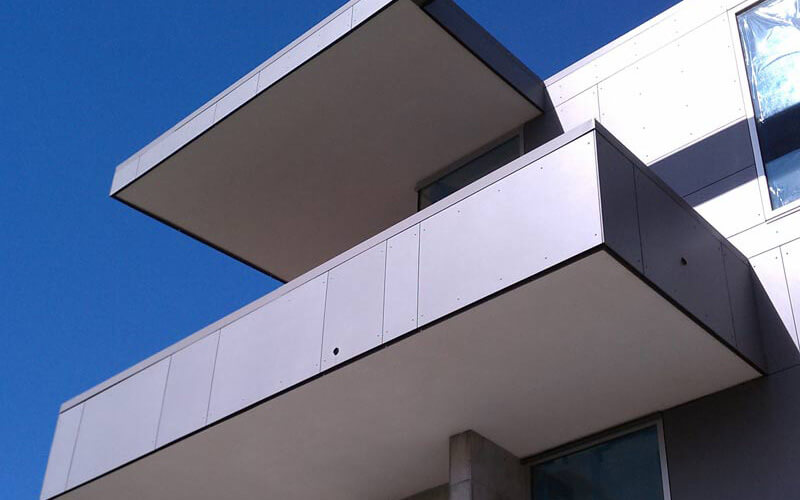 What are the advantages of aluminum curtain wall panels in decoration?