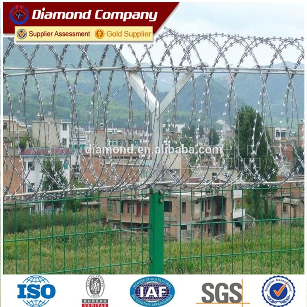 installing barbed wire fence/barbed wire fixing/drawing barbed wire ...