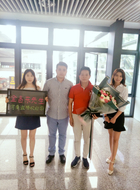 Welcome our Korean customer to come and visit our company