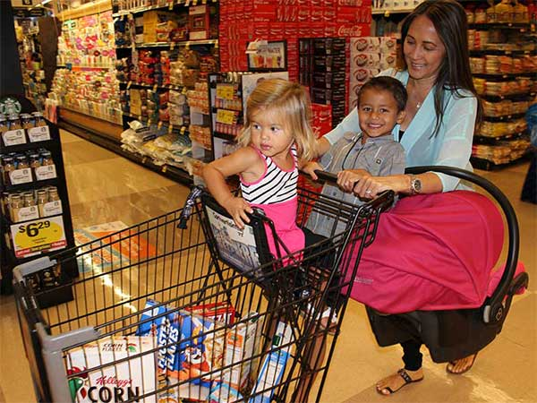 Shopping-Cart-with-Lots-of-Kids